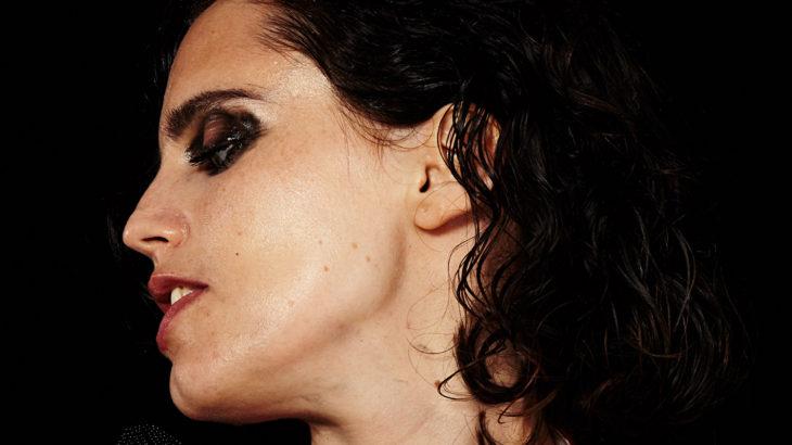Anna Calvi (c) Maisie Cousins
